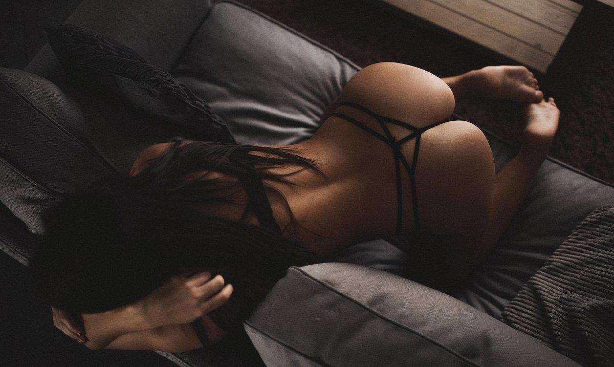 Фото обнаженных девушек брюнеток со спины, Фото девушек спиной на аву: брюнетки Красивые фото 2 фотография